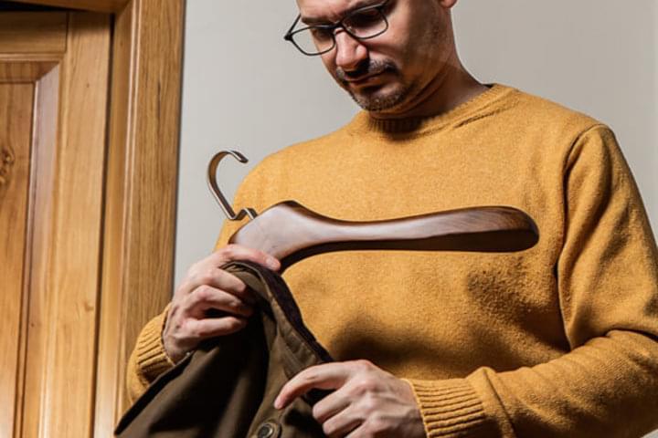 Šatníkové ramienka unesú aj ťažké odevy